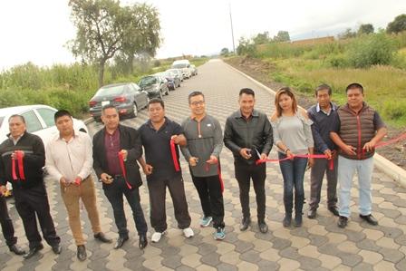 Alcalde mejora infraestructura carretera entre Quilehtla y Acuamanala