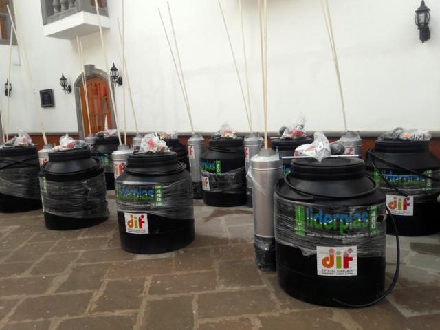 Entregan paquetes hidráulicos en Texóloc