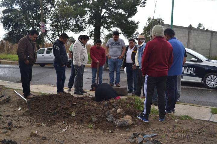 Alcalde atiende problema de drenaje pluvial en el barrio de Calnahuac