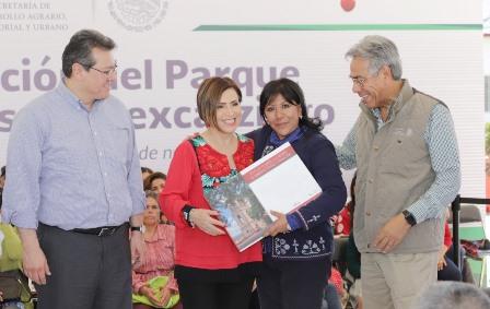Entrega Rosario Robles a Anabell Ávalos Atlas de Riesgos