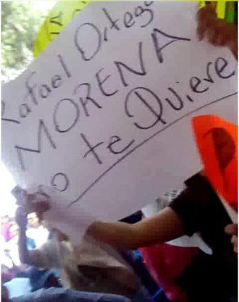 Apizaquenses repudian a Rafa Ortega, pero se entregan al Peje