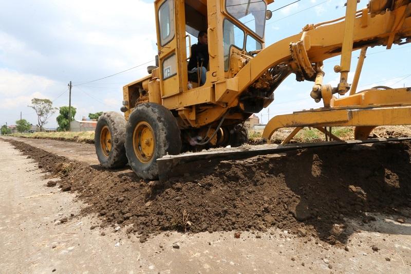 En Tzompantepec avanza programa de mejoramiento de caminos rurales
