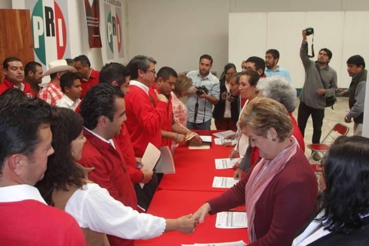 Recibe PRI registros de precandidatos a diputaciones