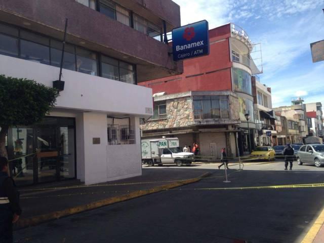 Acordonar vialidad por ventarrones en Chiautempan