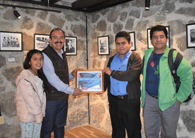 El seminario de Tlaxcala Reconoce a Tomás Orea por apoyo