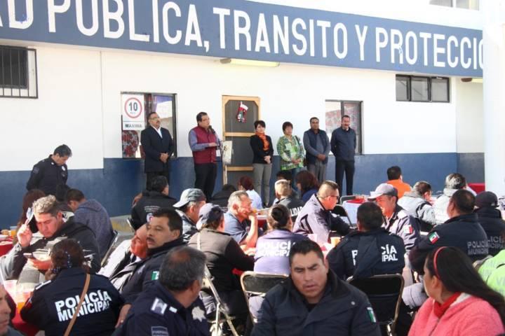Sánchez Jasso reconoce labor de la policía municipal entregando bono extra