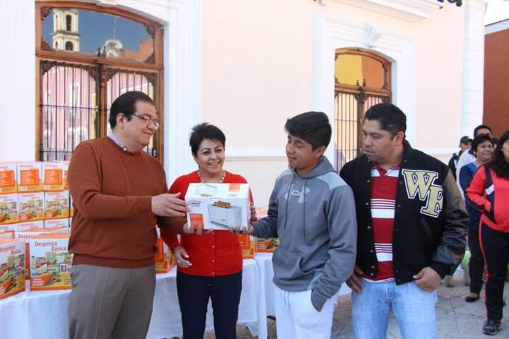Sánchez Jasso y su familia celebraron el Día de la familia con una caminata
