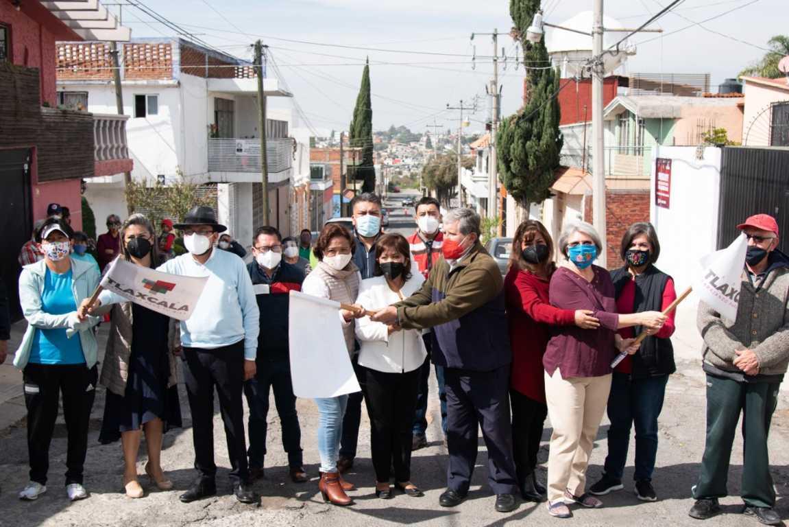 Entrega Anabell Ávalos más obras a familias de la capital