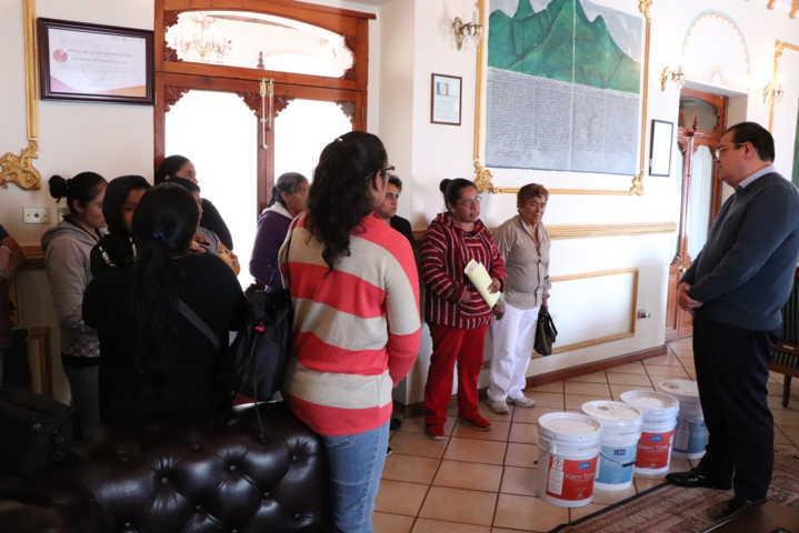 Alcalde atiende demanda de mujeres emprendedoras de Zaragoza