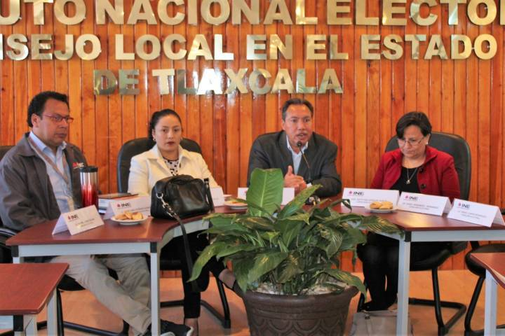 Desarrollan consejeras y consejeros del INE reunión estatal informativa
