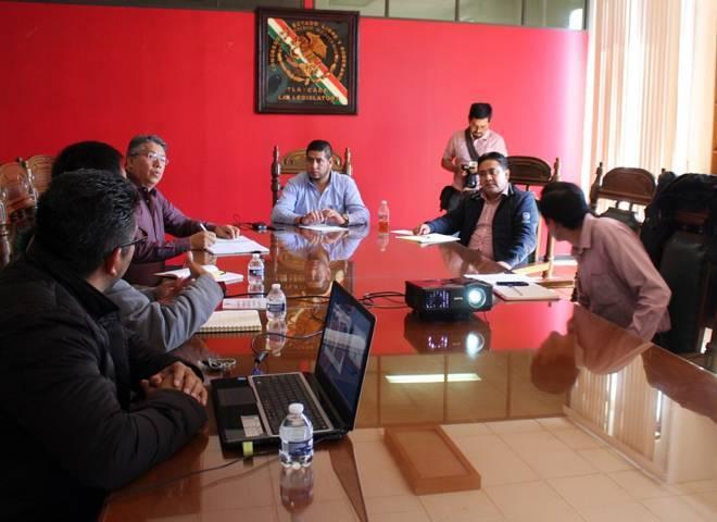 Se reúnen diputados de la Comisión de Asuntos Municipales con personal del INEGI