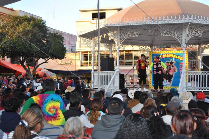 Alcalde agasajo a los pequeñines en el Día de Reyes Magos
