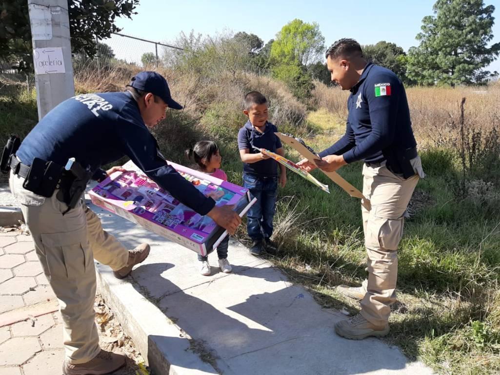 Reparten juguetes a niños de escasos recursos del municipio capitalino