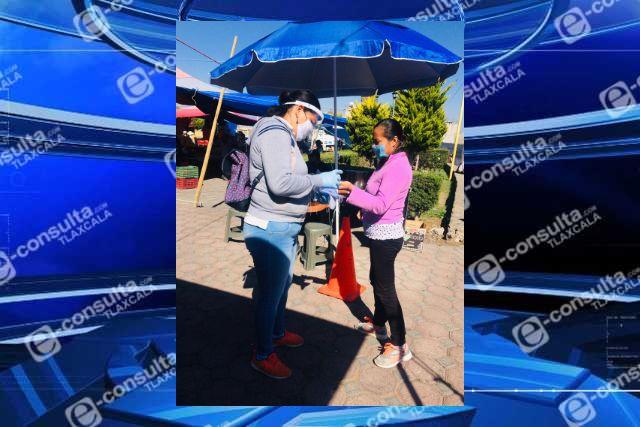 Se realizan operativos sanitarios en tianguis de Santa Cruz Tlaxcala y Guadalupe Tlachco