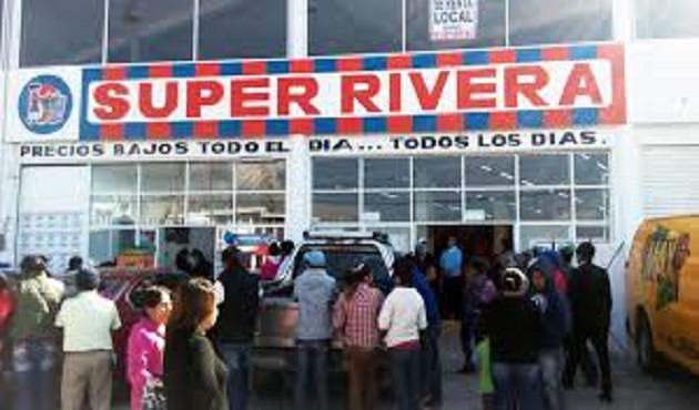 Roban vehículo del estacionamiento de 'Super Rivera' en Apizaco