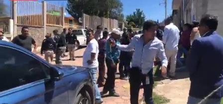 Presunto roba chicos asesinan a dos personas en Tetla