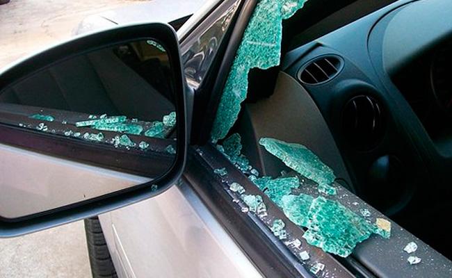 Con complacencia de policía municipal,  ladrón roba combi en Loma Bonita