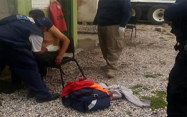 Cuatro malandrines lo someten y asaltan negocio en Apizaco