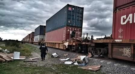 A tiros pobladores asaltan a la bestia en Huamantla