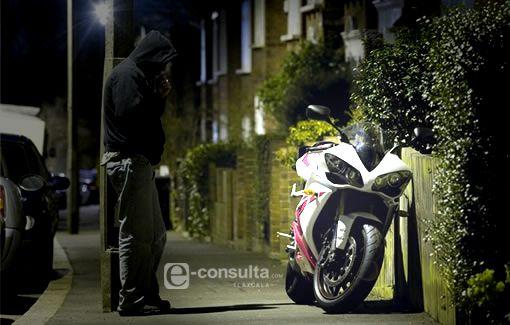 Hombres encapuchados roban motocicleta a sujeto