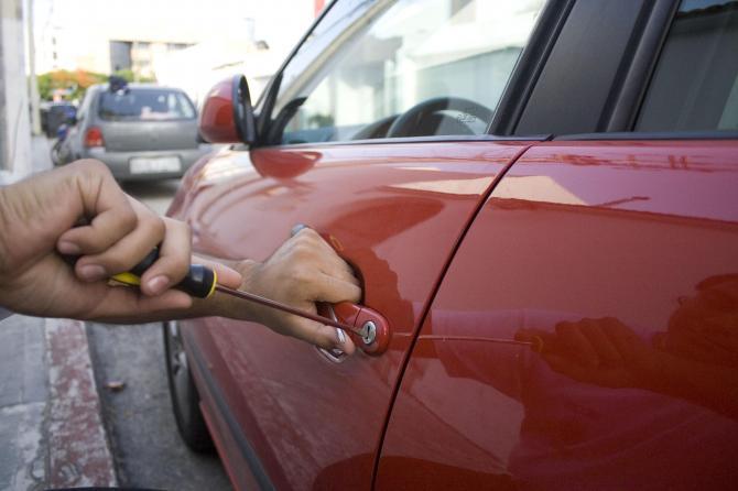 Se roban vehículo en Tlaxco que en su interior tenía 22 mil pesos