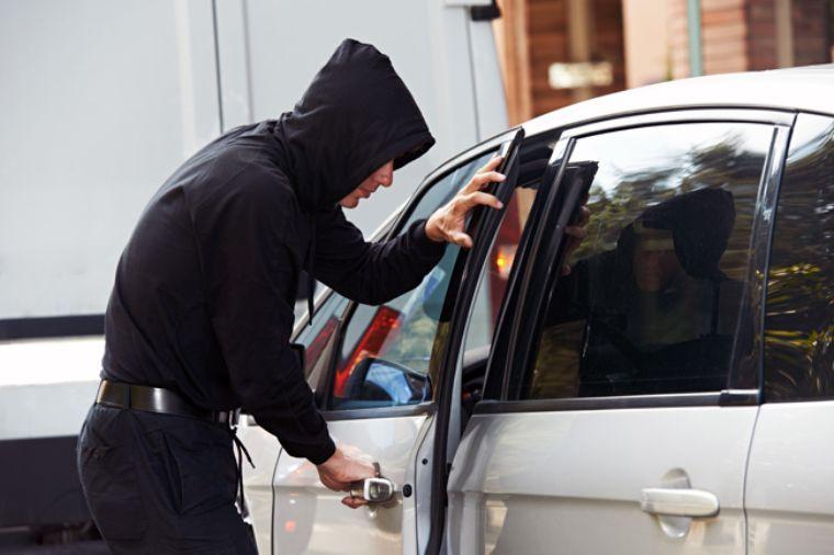Sin freno el robo de vehículos; se llevan dos en la misma hora