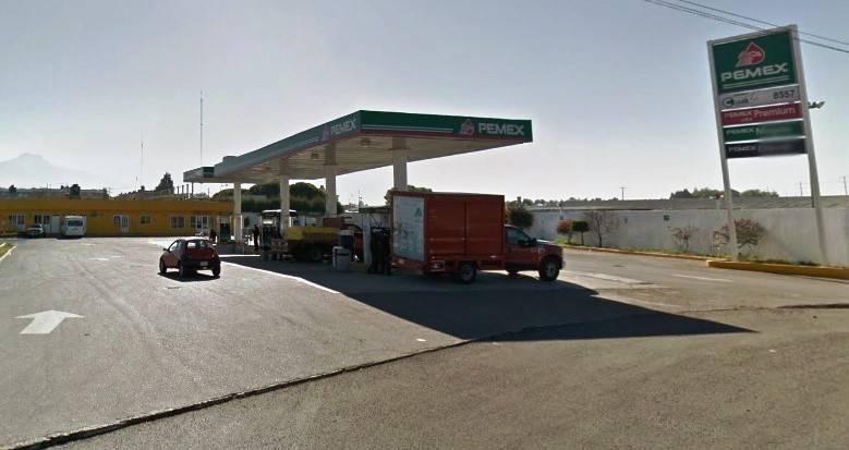 Mientras policías andan extorsionando; roban gasolinera en Chiautempan