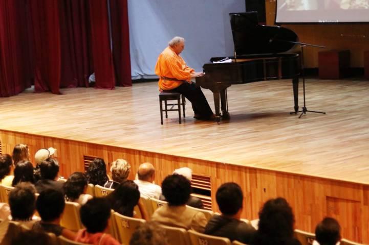 Ofreció Romayne Wheeler concierto de piano en la UATx