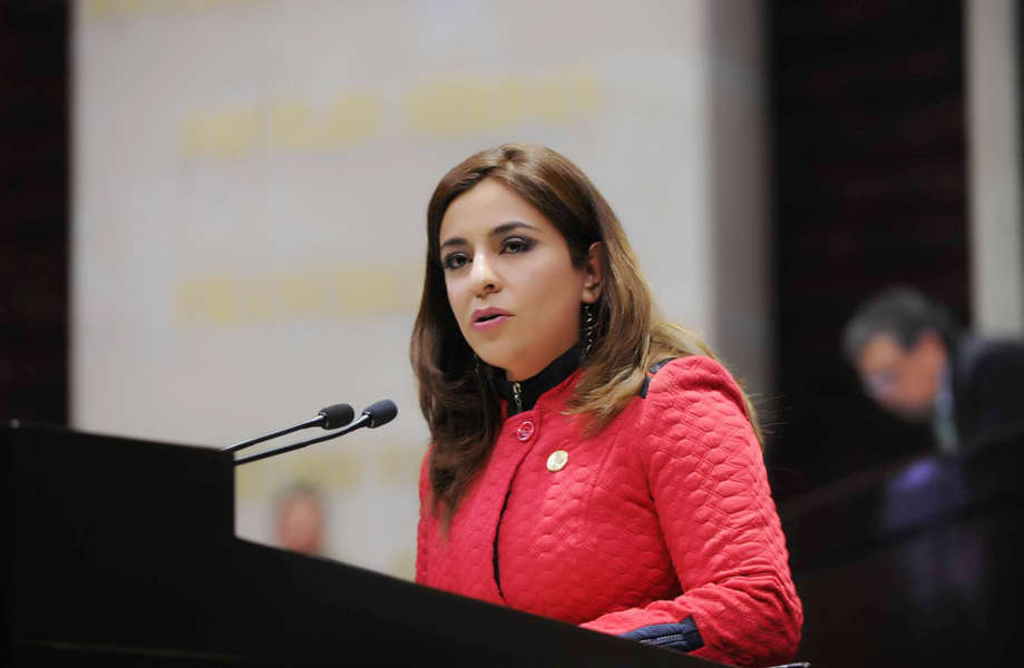 Rosalinda Muñoz sigue cumpliendo