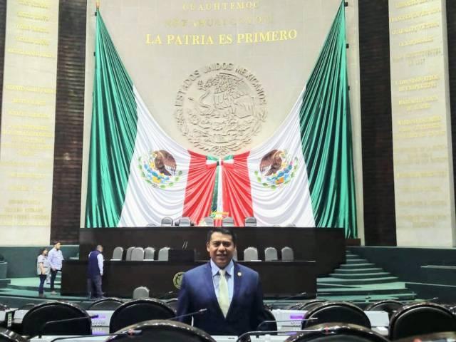 Es Rubén Terán Secretario de la Comisión de Cultura en el Congreso Federal