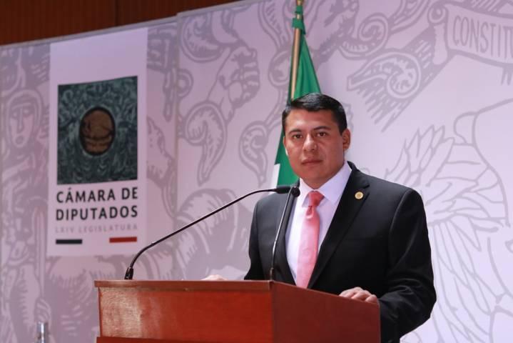 Regular y sancionar cobro excesivo de grúas en México, iniciativa de Rubén Terán