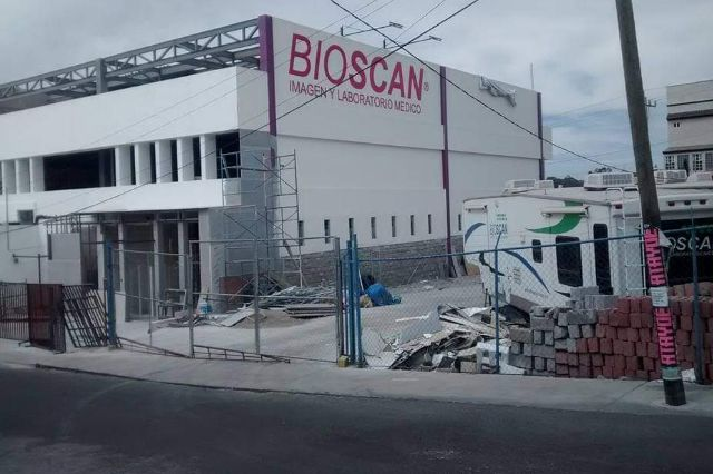 Sujetos armados asaltan laboratorio Bioscan en Chiautempan