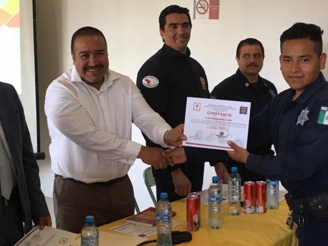 Entrega Badillo Jaramillo bonos a policías municipales de Xicohtzinco