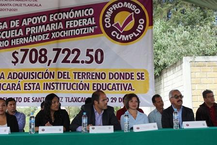 Ayuntamiento entrega recursos para comprar terreno de primaria