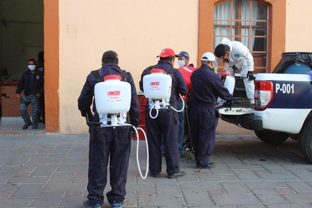 Continúa sanitización en Santa Cruz Tlaxcala y San Lucas Tlacochcalco