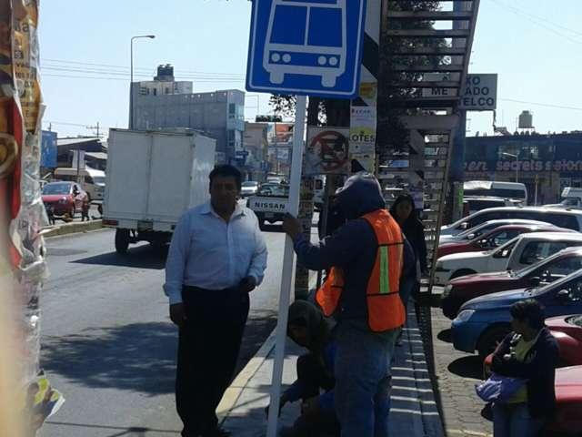 Ayuntamiento instala y baliza señalización en distintas calles del municipio
