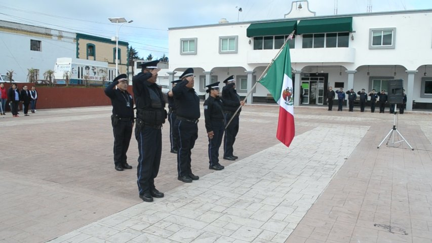 Ayuntamiento de Tzompantepec realiza honores a la bandera