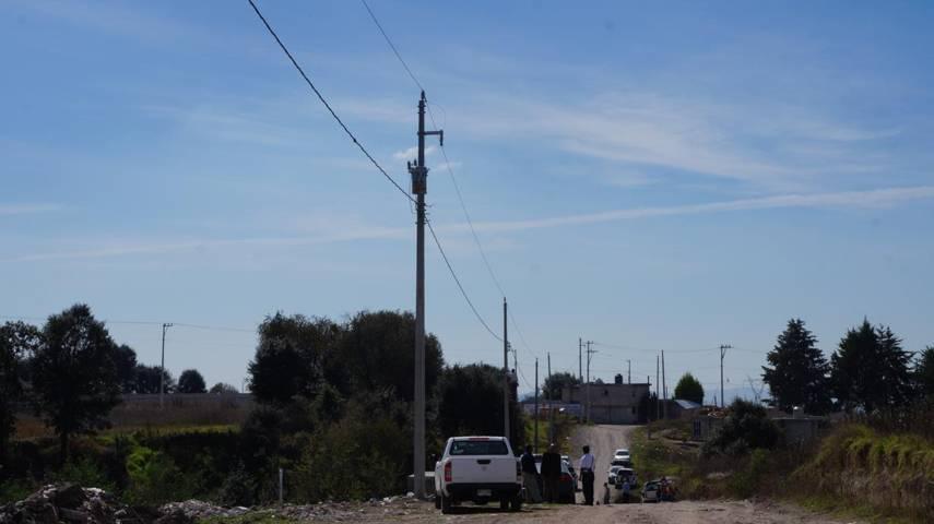 Presidente Municipal entrega obras de red de eléctrificación en San Pablo Del Monte