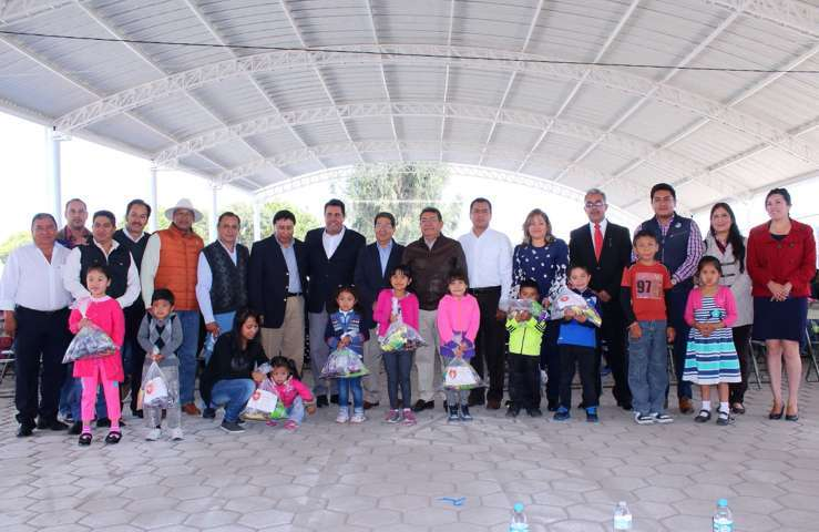 Entregó Fundación UAT 500 kits nutricionales