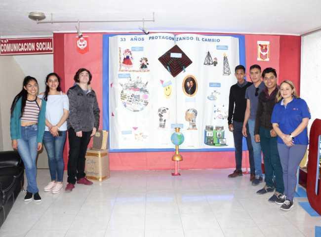 Exponen alumnos de la UATx en Mural Universitario