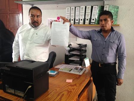 Alcalde de Xicohtzinco se compromete a bajar su salario
