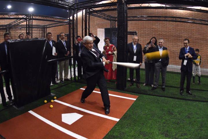 Inuaugura AMLO el Salón de la Fama del Beisbol Mexicano en Monterrey