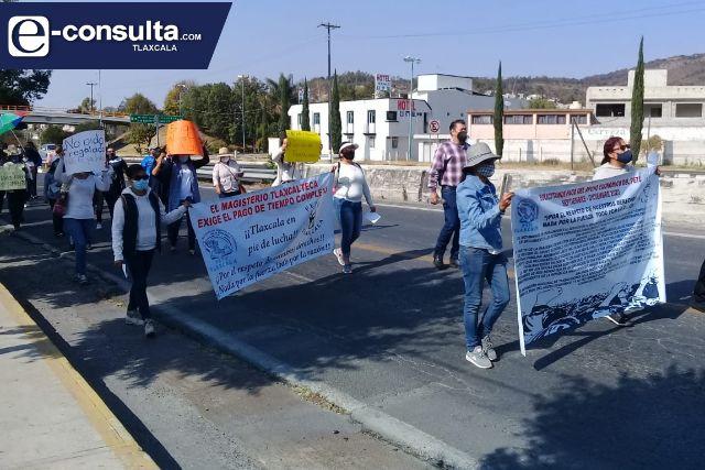 Maestros marchan para exigir que se les paguen salarios caídos