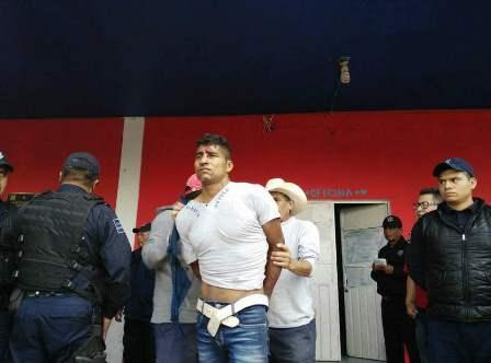 Policía estatal salva a ladrón de ser linchado en Aquiahuac