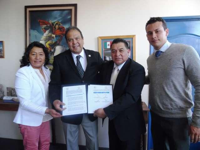 Firman convenio Apetatitlán y UMT; incluye becas, capacitación y certificación para la comuna