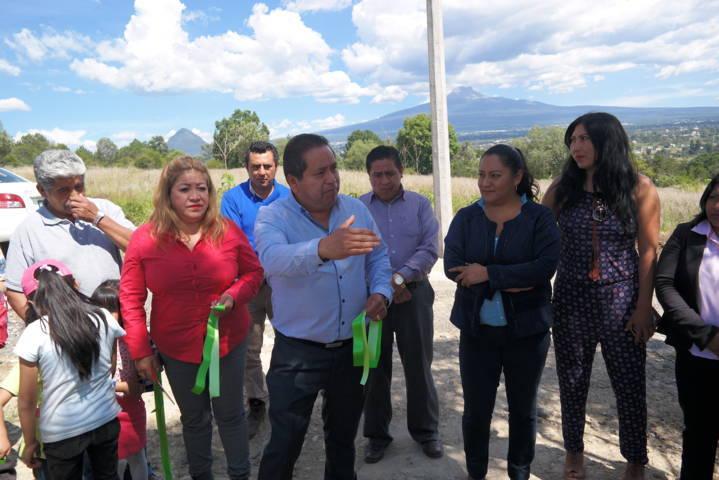 Inaugura edil de Amaxac electrificación en privada Leona Vicario