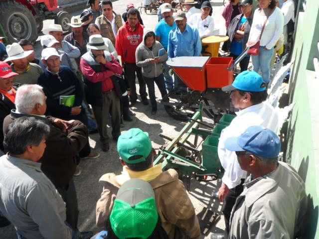Capacita SEFOA a productores para fortalecer sus procesos de siembra