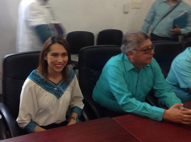Se registra Sandra Corona y va por la diputación del tercer distrito