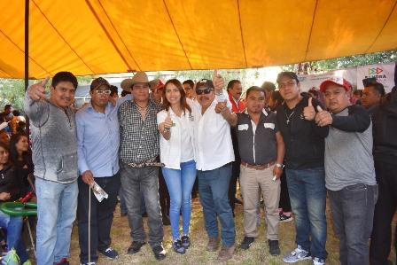 Reconoce Ayometla y Xicohtzinco labor de Sandra Corona