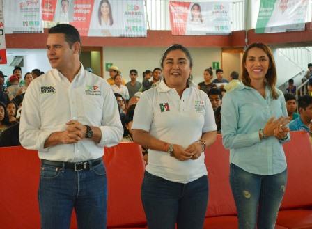 Vaticinan jóvenes triunfo de Sandra Corona en el tercer distrito